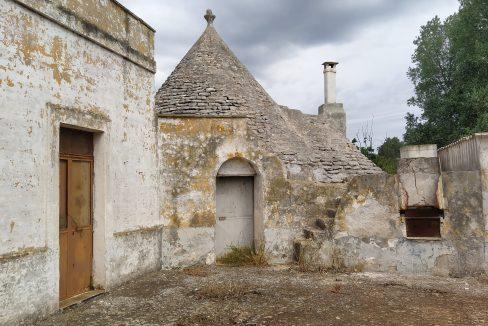 0462 trulli lamie e casali da ristrutturare e ampliare a ostuni terreni edificabili in vendita (13)