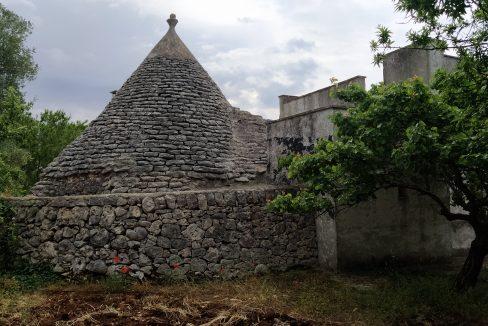 0462 trulli lamie e casali da ristrutturare e ampliare a ostuni terreni edificabili in vendita (17)