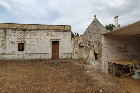0462 trulli lamie e casali da ristrutturare e ampliare a ostuni terreni edificabili in vendita (7)