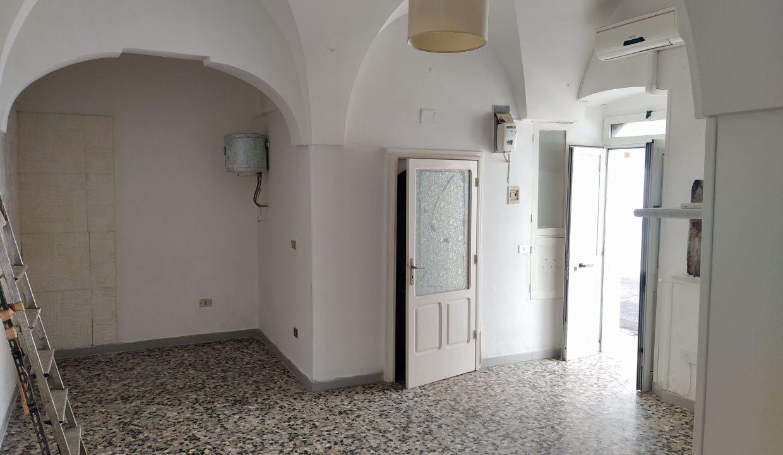 casa in vendita indipendente in pietra al piano terra abitabile a ceglie messapica valle d'itria (1)