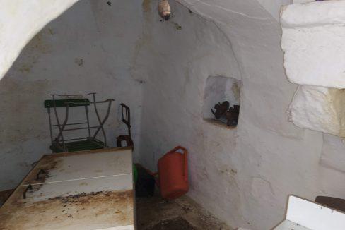 0466 trullo e lamia rustici in vendita a ceglie messapica Alto salento valle d'itria (2)
